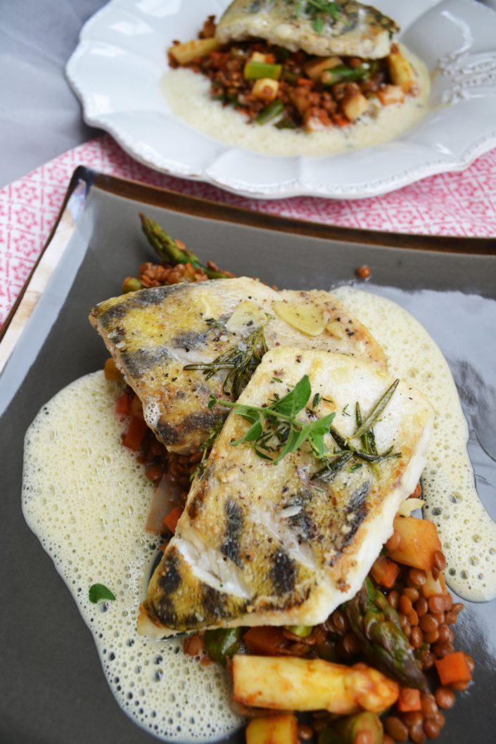 Schnell und fein! Zanderfilet mit Linsen-Spargel-Gemüse und Senfschaum
