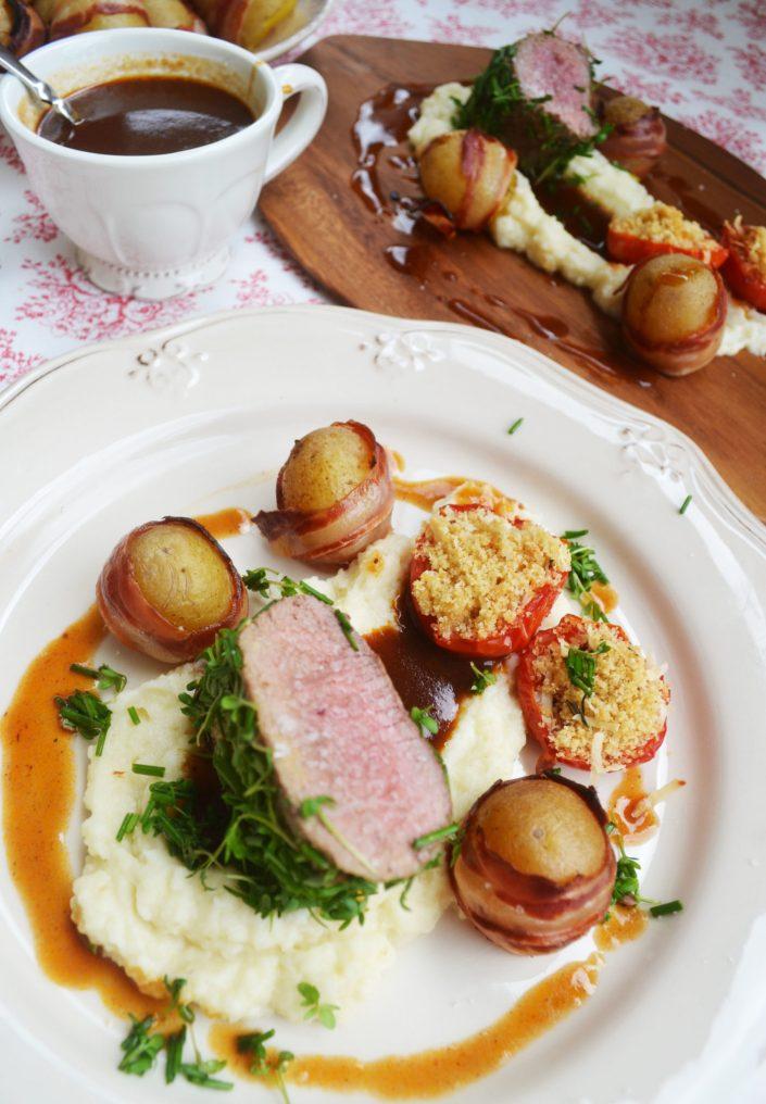 Ein Fest für alle Sinne! Lamm im Kräutermantel mit Selleriepüree und Speckkartoffeln