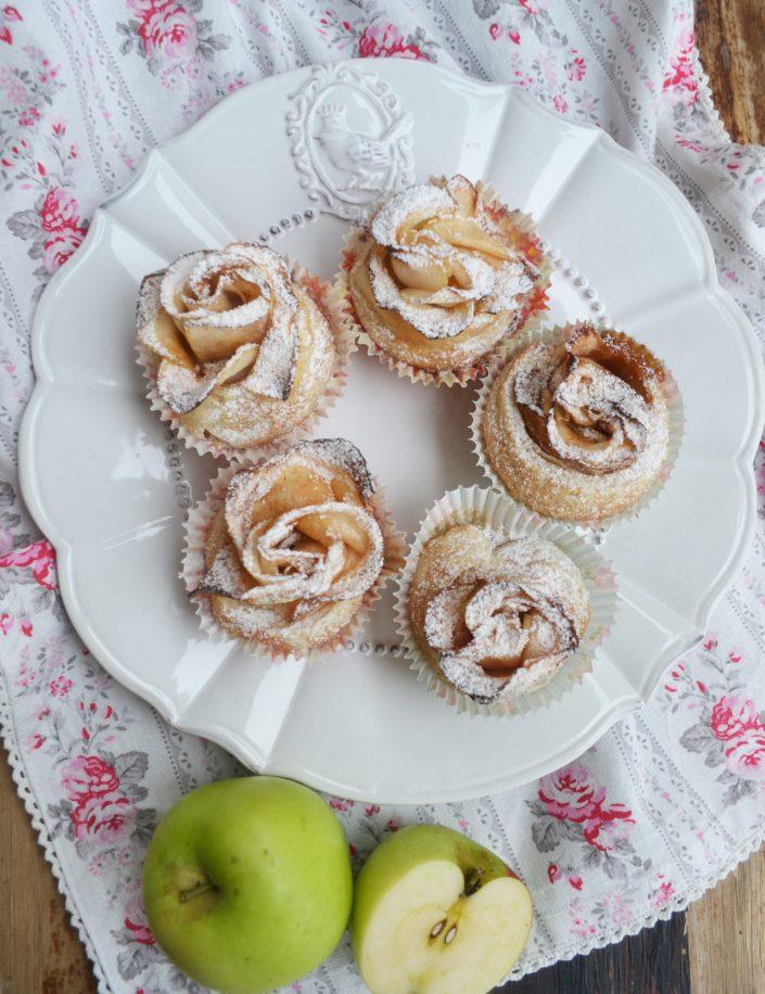 Eine süße Kleinigkeit - mit Liebe gebacken! Apfel-Blätterteig-Rosen