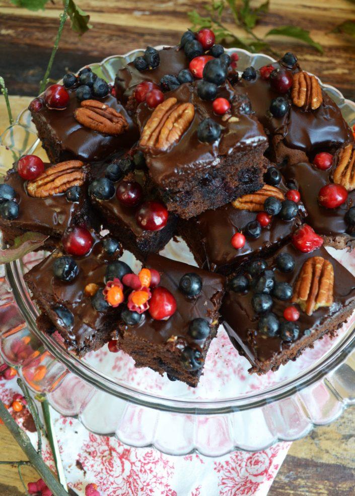 Schokostückchen zum Verlieben! Heidelbeer-Brownies mit Cranberries und Pekannüssen