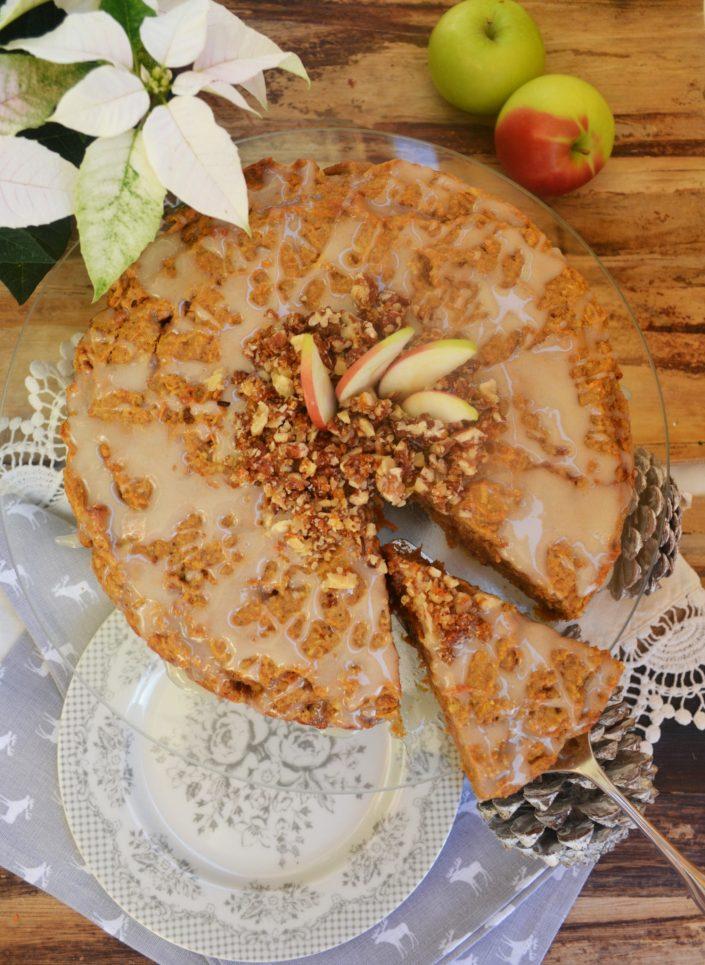 Weihnachtszauber! Apfel-Karotten-Kuchen mit karamellisierten Nüssen