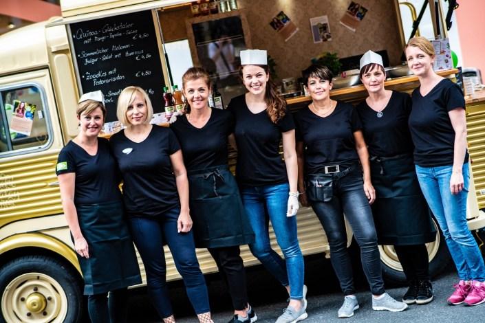 LIVE COOKING mit dmBIO! Wie wir im Team, die Foodtruckküche rockten & mit Quinoa-Glückstalern viele Gesichter zum Strahlen bringen...