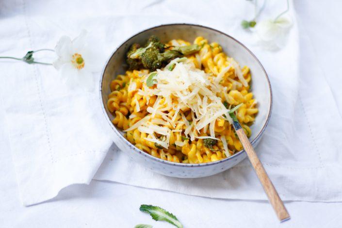 Alles in einem Topf! Unsere ONE POT WONDER - wenns mal wieder schnell gehen soll! Klassiche Käse-Blitz-Pasta mit Schnittlauch & Cremige Kürbis-Käse-Pasta