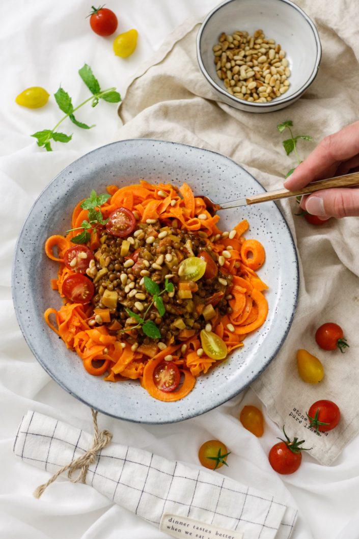 SPIRALIZE ME! Süßkartoffelnudeln mit Linsen-Tomaten-Bolognese + GEWINNSPIEL FÜR EUCH