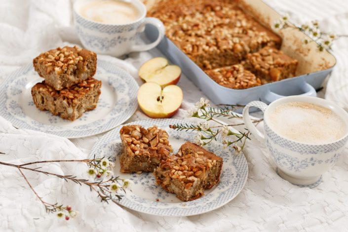 GANZ NATÜRLICH & OHNE VIEL SCHNICK SCHNACK! Saftiger Apfel-Birnen-Kuchen mit Zimt und Pinienkerne