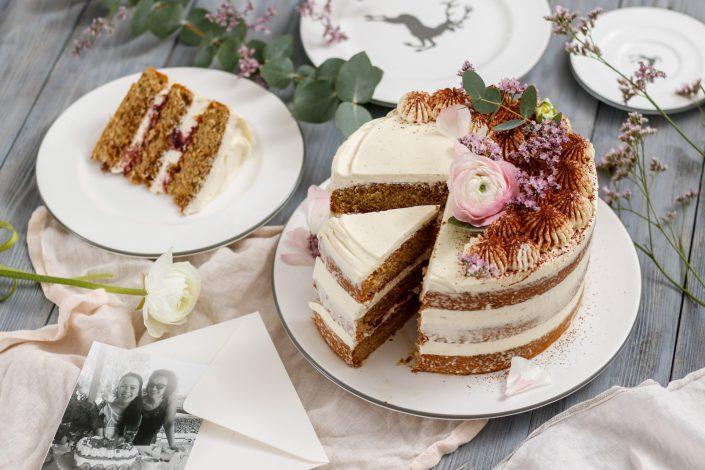 WIR HABEN WAS ZU FEIERN! Tiramisu Naked Cake - Dolce Vita Gefühl für all die besten Mamis der Welt