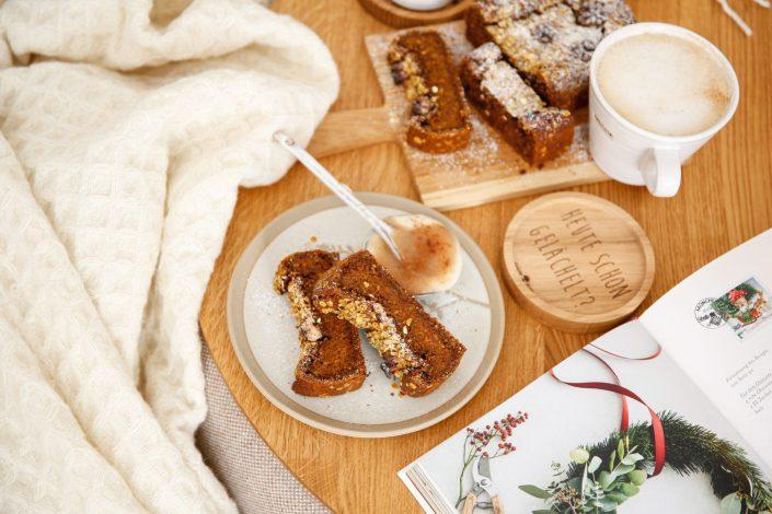 EIN LEBEN VOLLER LIEBE! Veganer Kürbiskuchen mit winterlichen Gewürzen und Walnüssen