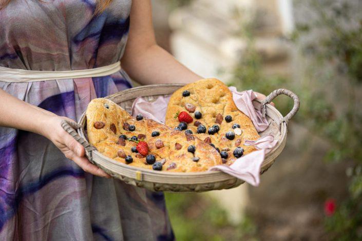 PICKNICK IM SCHLOSSGARTEN! Süße Fougasse mit Mandeln & Heidelbeeren + Sommerkleid von COSSAC