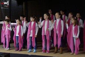 Der Kinderchor von Ingrid Höckele-Schmidt begeisterte in der EWS-Kulturhalle das Publikum.