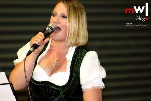 gaudi-mit-viel-polka-beim-sommerfest-in-sallneck-steffi-aus-atzenbach-begeisterte-mit-rock-auf-alemannisch-meinwiesental