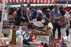 Antikes und Modernes gab es beim Freiluft-Flohmarkt zu entdecken.