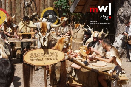 keule-hoch-germanenfest-in-mambach-19