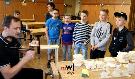 tag-der-glaesernen-schule-am-meret-oppenheim-schulzentrum-steinen-meinwiesental--Arbeiten-mit-der-Laubsaege