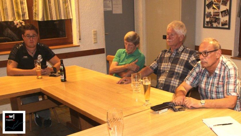 Thomas Gsell spricht mit Bürgern in Fahrnau