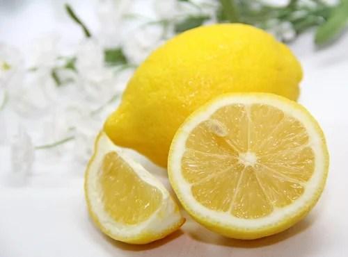 Limón para limpiar los puntos negros