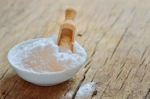 Cuenco con bicarbonato de sodio