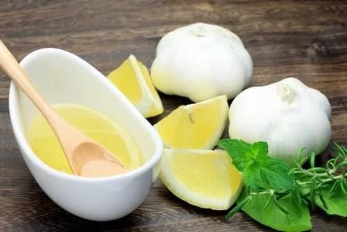 Bebida de ajo y limón