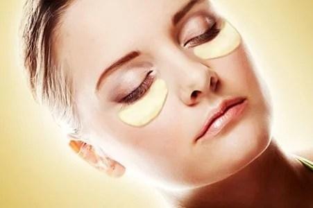 Podemos aplicar la piel de la patata bajo los ojos para reducir bolsas y ojeras.