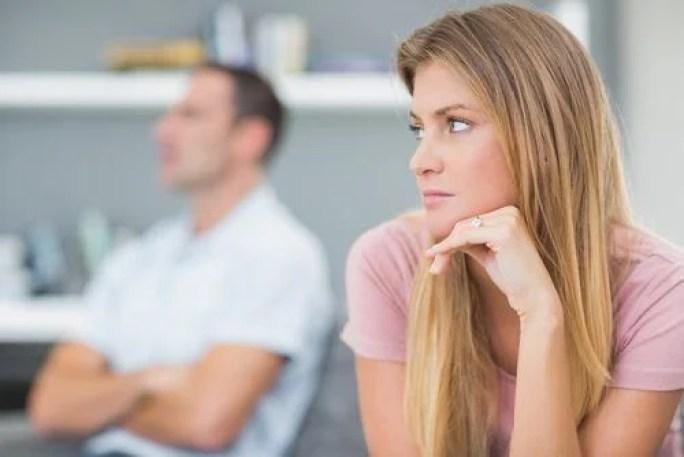 Mujer-enfadada-con-su-marido