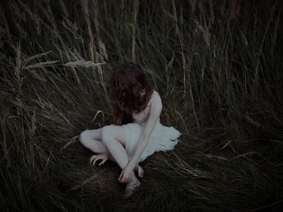 mujer-sumida-en-profundas-ilusiones