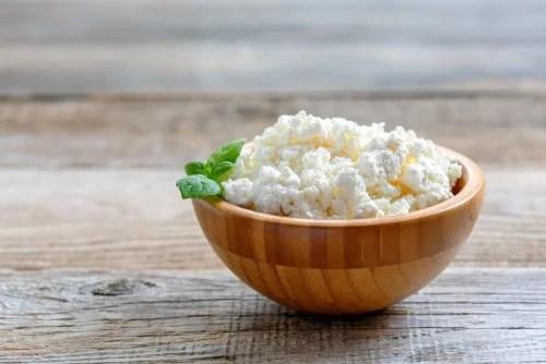 Queso cottage dentro de los desayunos para aumentar tu masa muscular.