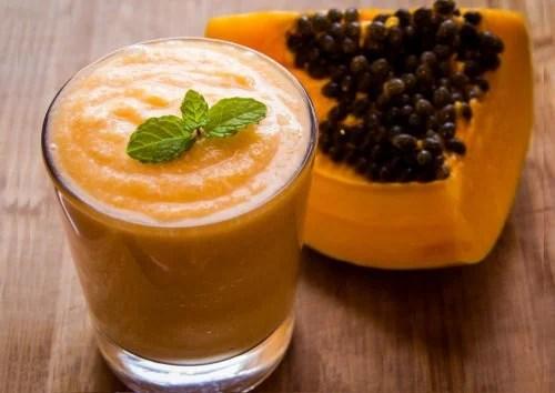 Fruta y zumo de papaya.