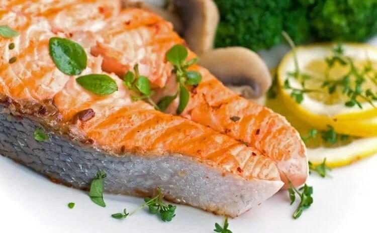 El salmón es un pescado versátil y muy saludable.