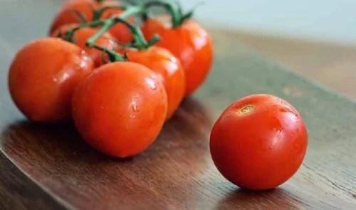 la mascarilla de tomate sirve para quitar las espinillas
