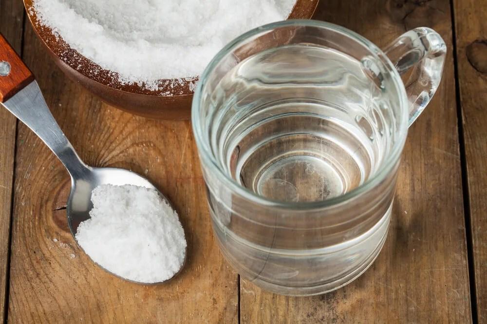 Gárgaras de bicarbonato y agua, una solución perfecta garganta