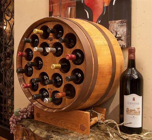 Mueble para bebidas hecho con un barril.