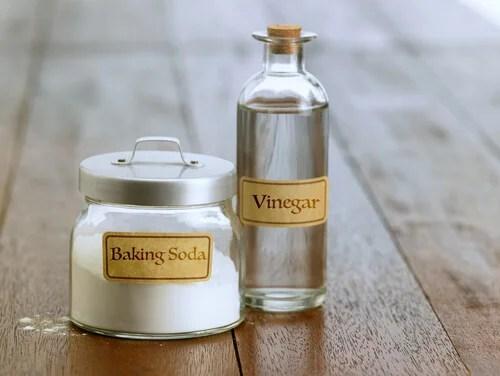 El vinagre y el bicarbonato de sodio pueden acabar con los malos olores.