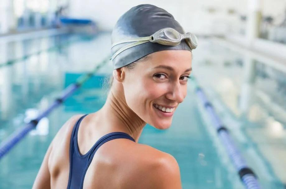 La natación es uno de los deportes que aportan múltiples beneficios para la salud.