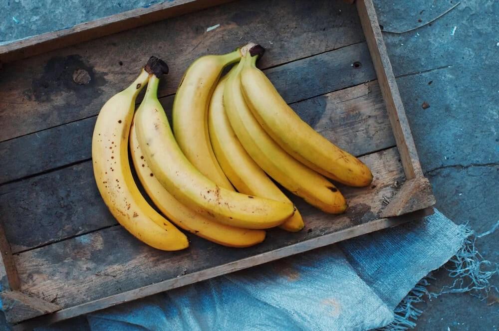 Plátano, alimento que aporta vitaminas del complejo B