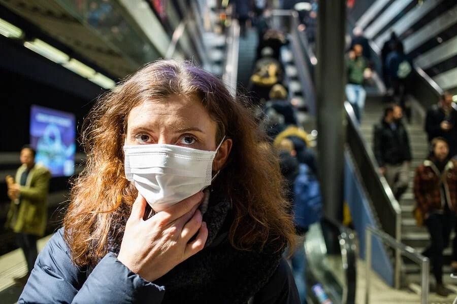 Evitar tocarse la cara durante la pandemia