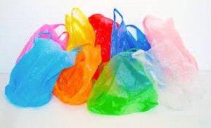 Fin de las bolsas de plástico gratis en el comercio minorista. @ En todos los comercios