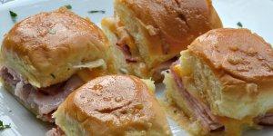 Receta de sándwiches de fiesta de jamón y queso al horno