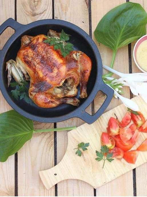 Pollo asado con puré de cebolla y melocotón