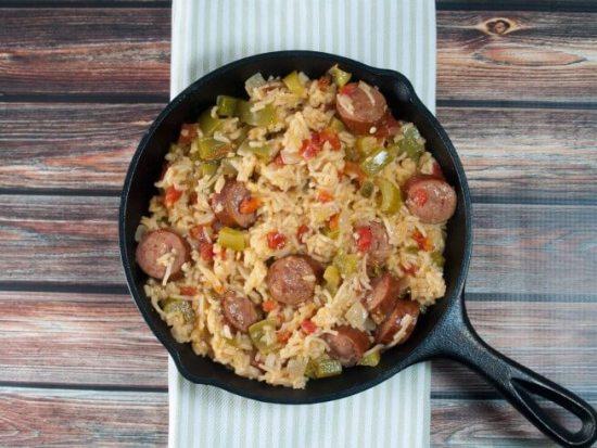 Receta de sartén de arroz español y kielbasa