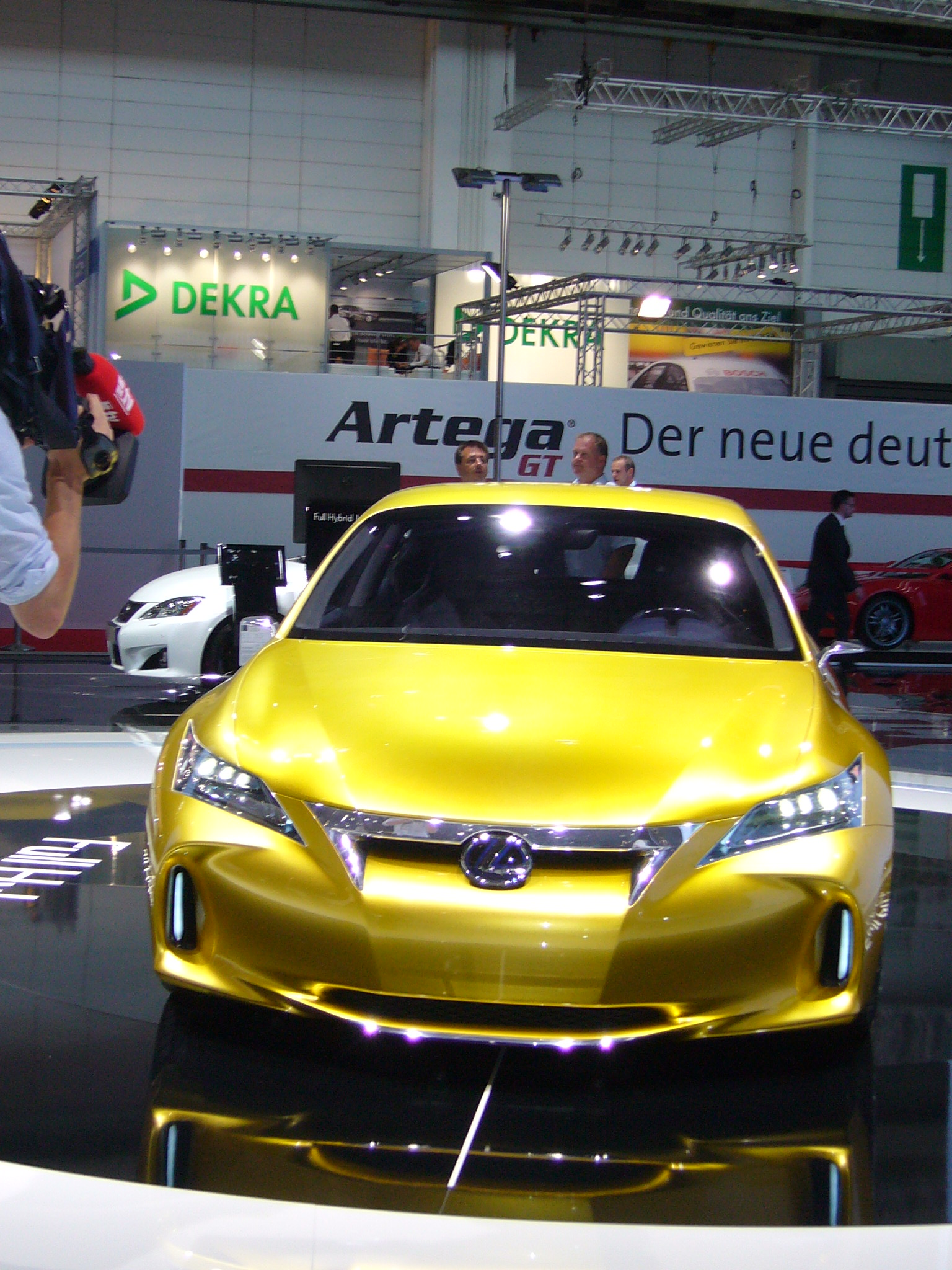 Lexus LF-Ch: Alternativer Anspruch