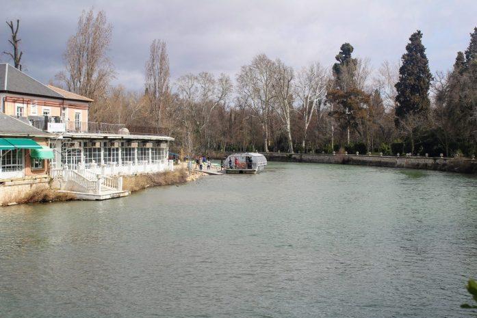 Passeio de barco pelo rio Tejo em Aranjuez