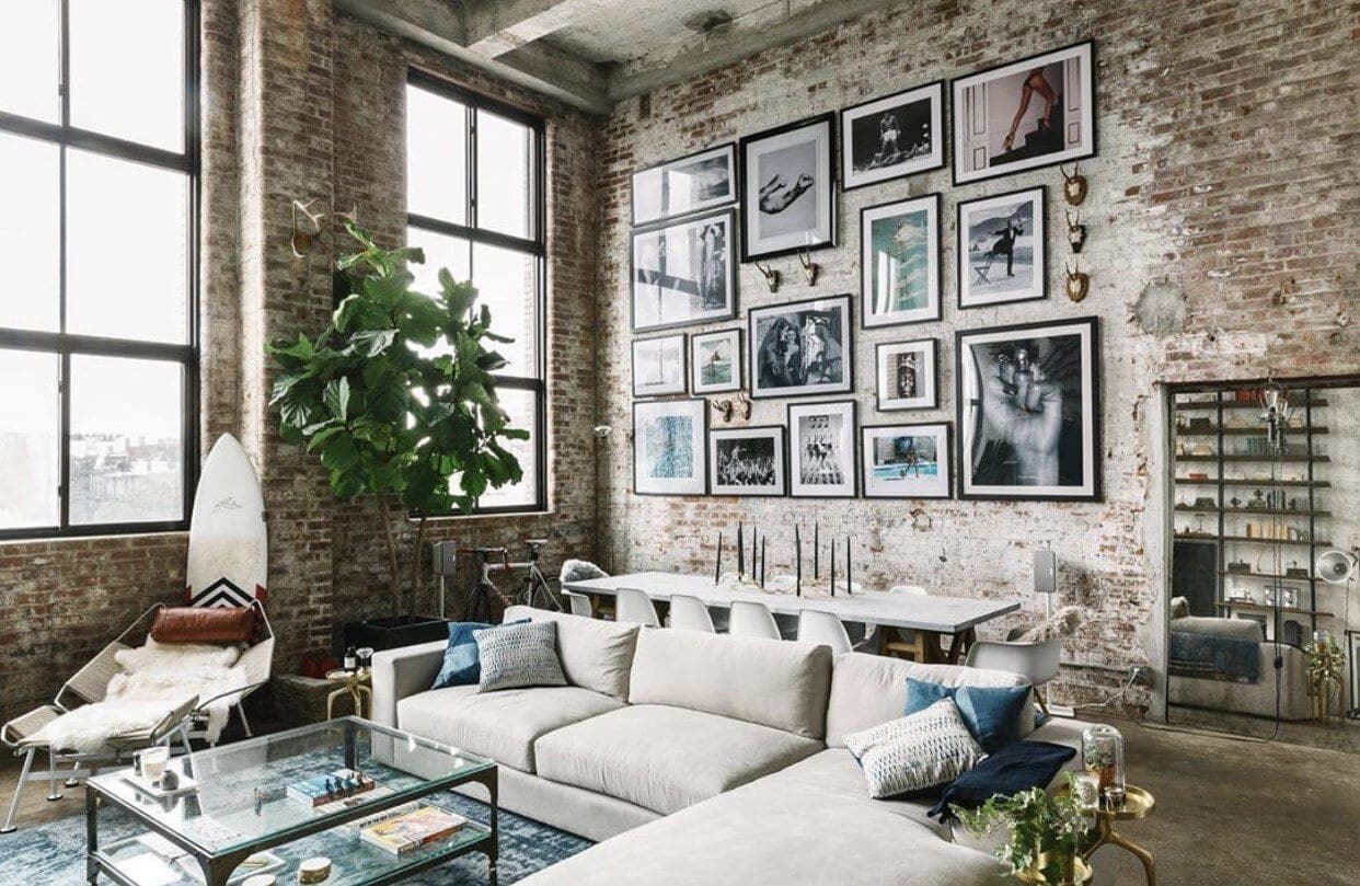 The most beautiful apartment with oversized gallery wall Instagram: @jaejoo_