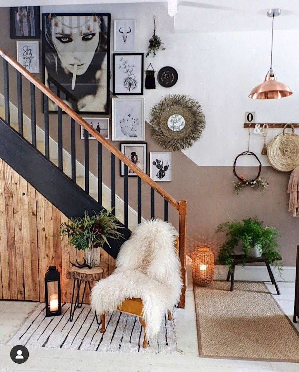 Kyla has created a stunning staircase gallery with hanging plants, wall hangings and a reeded mirror, keeping it all monochrome. Instagram: @kylamagrathinteriors