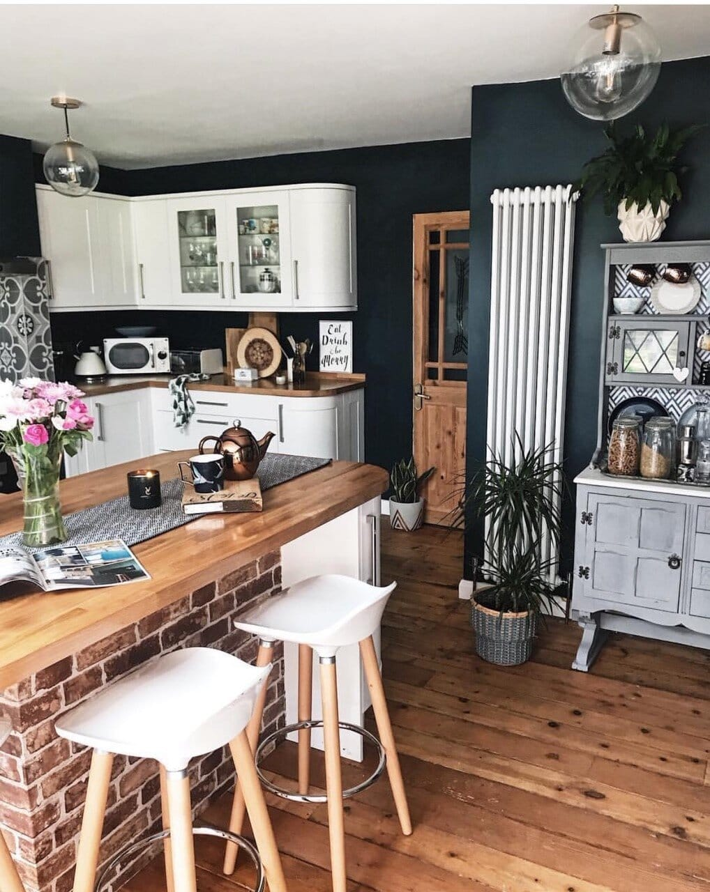 interior design, instagram, instagram trends, home decor, social media, blogging, instagram advice, blogging advice, pinterest, kitchen, kitchen island, dark interiors