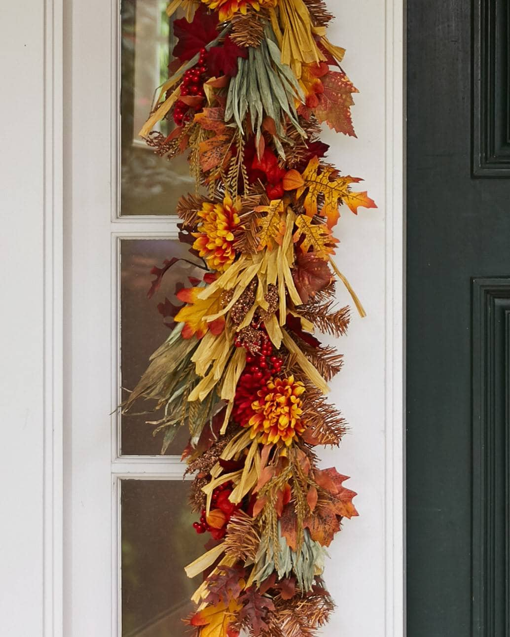 A beautiful garland to wrap around your fireplace - www.balsamhill.co.uk