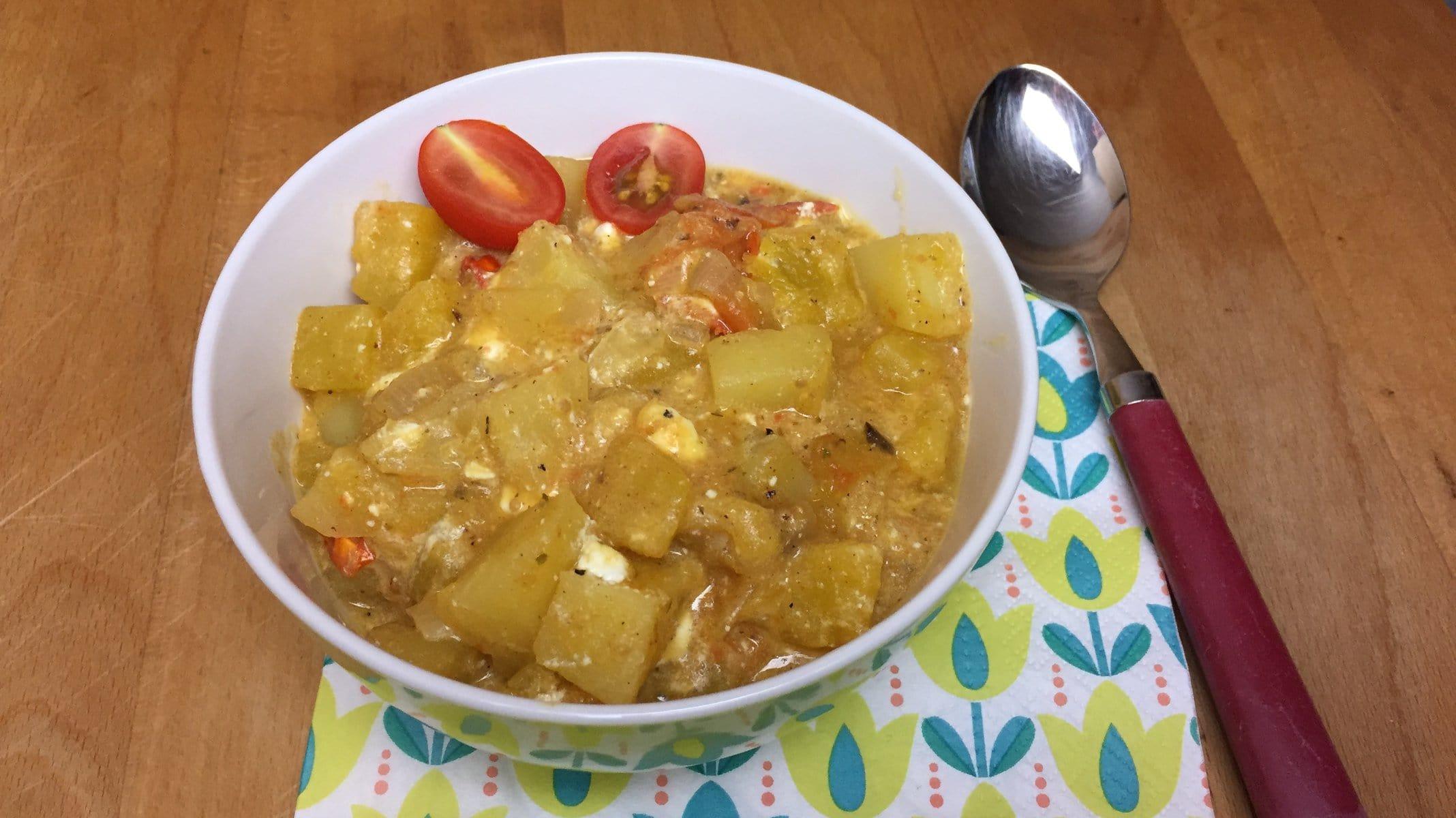 Kürbis-Kartoffel-Pfanne mit Kirschtomaten und Feta