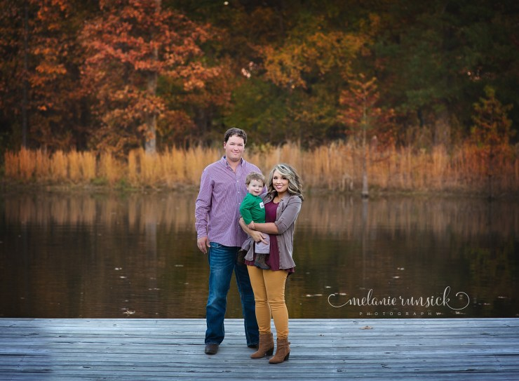 melanie-runsick-photography-fall-family-session-on-the-pond-sage-meadows