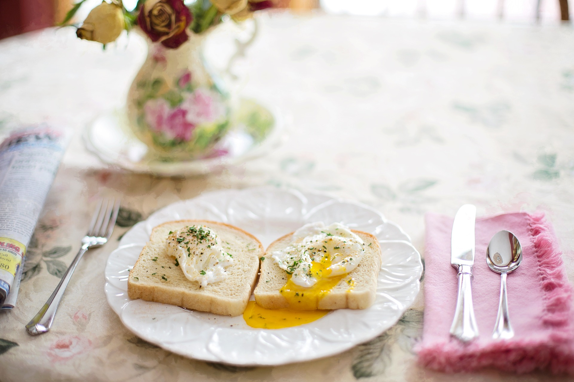 poached-eggs-on-toast-739401_1920