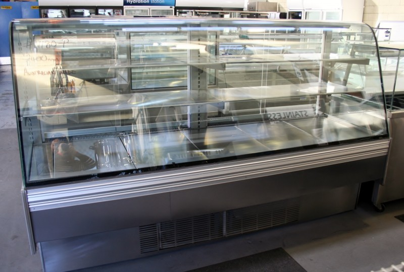 Curved Glass Refrigerated Display Fridge Mrce