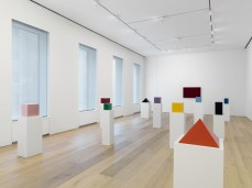 Installation-view-John-McCracken-Works-from-1963-2011-David-Zwirner-New-York-2013_6-600x449_GAYLETTER
