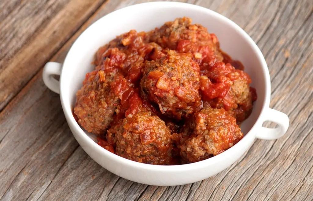 Almôndegas de carne com arroz ao molho de tomate
